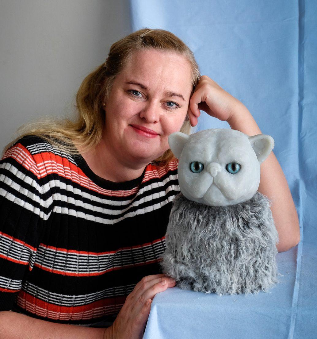 Hanna Beling and persian cat