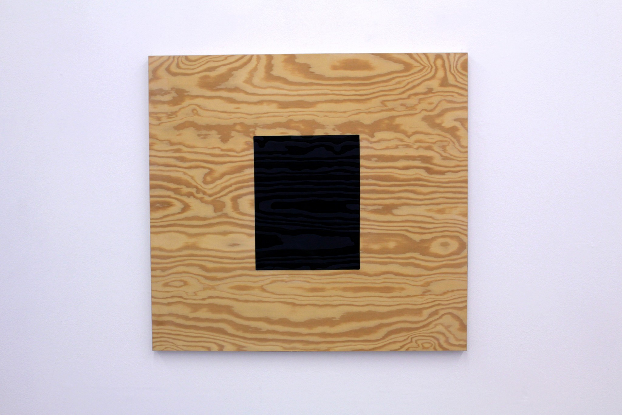 within-within-62x65cm-2018-Material-vaxad-träpanel-vinylfärg-1