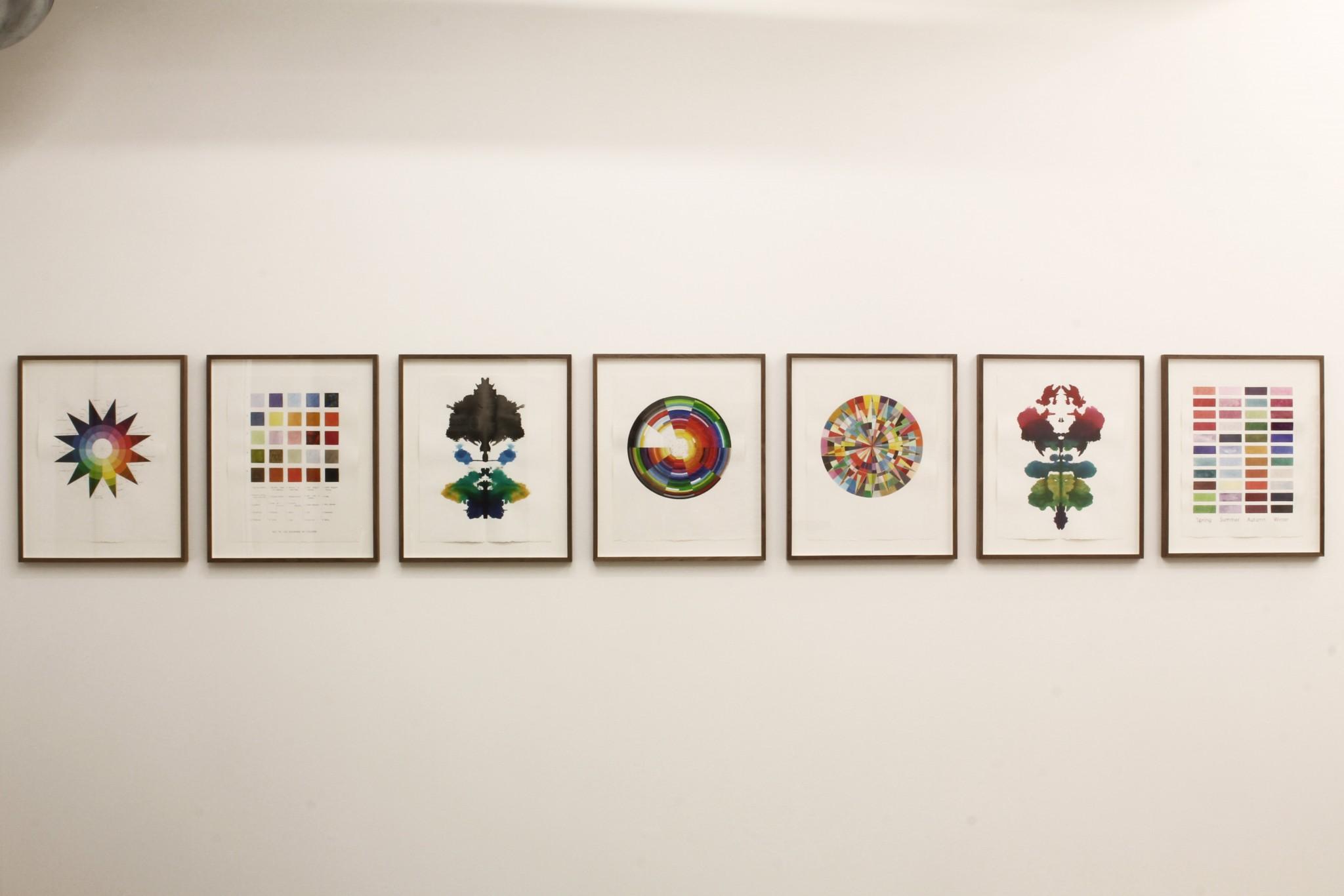 Susanne Vollmer: Serien kzspygv består av 7 målningar i tusch, akvarell och akryltusch i måtten 38x48cm. Titeln är de bokstäver som tillsammans bildade regnbågen för Vladimir Nabokov.